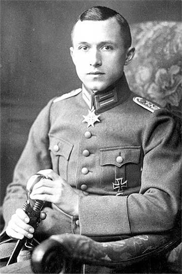 Ernst Jünger décoré de la croix Pour le mérite